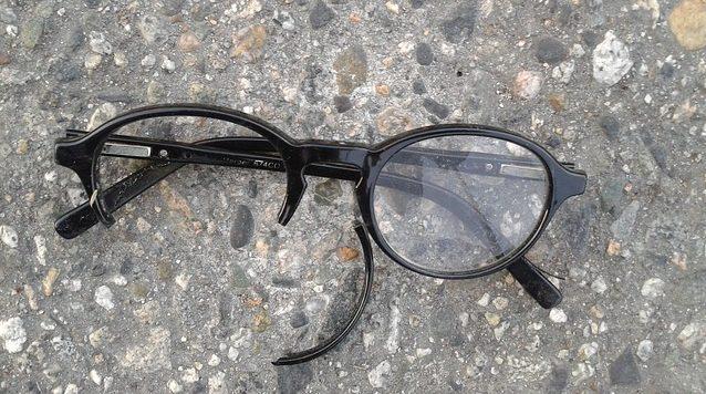 Broken Eyeglasses in dreams