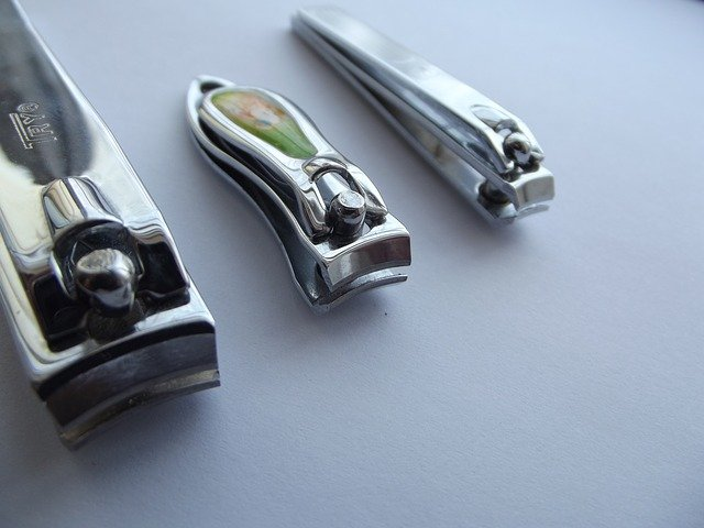 dream cutting nails