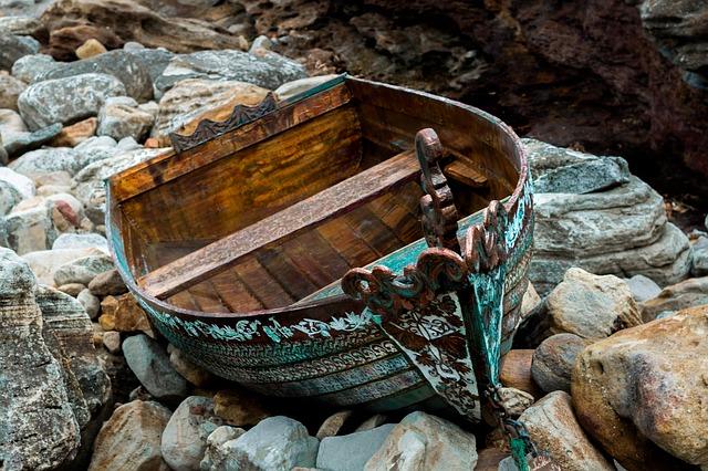 dream about surviving a shipwreck