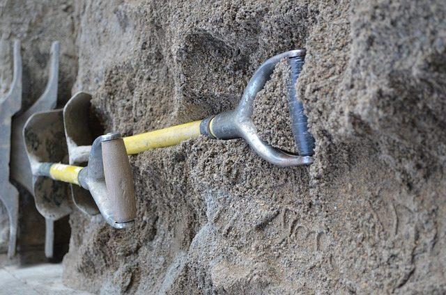 spade shovel dream meaning